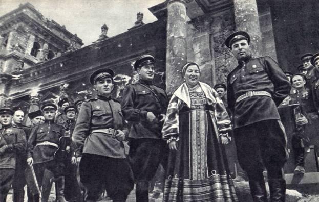 Картинки по запросу лидия русланова у рейхстага