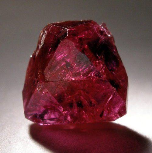 Самый дорогой рубин стоит более 4,5 миллионов долларов